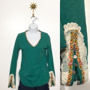 Anthropologie green top w/ lace embellished sleeve